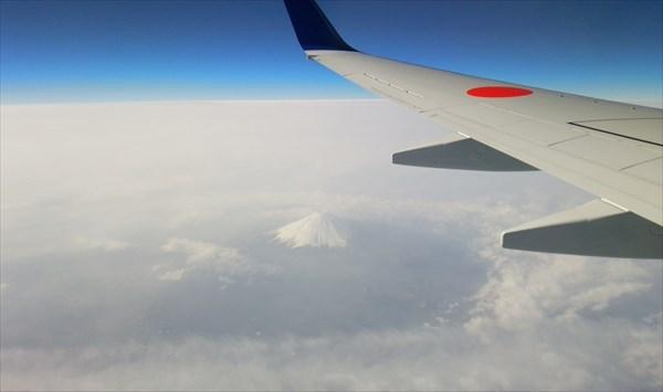 飛行機から富士山が見えた