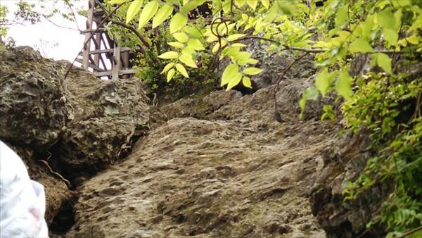 岩肌を登る