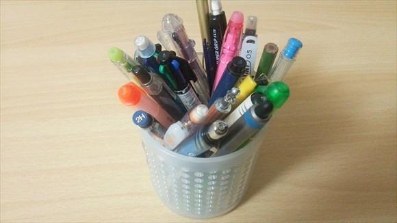 机の上のペンを大量に処分した結果、作業効率がかなり捗った件