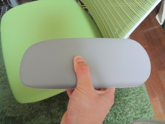 コーラル 肘置き 素材