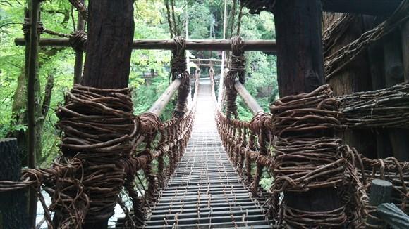 こんな吊り橋見たことない!徳島県にある祖谷のかずら橋に行ってきた!