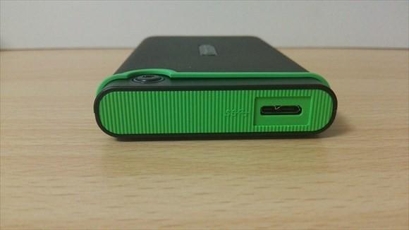transcend 本体側面 USB3.0マイクロBコネクタ
