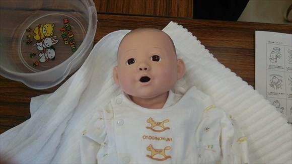 両親学級 新生児 人形