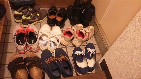 靴の断捨離計画スタート。9足ある靴をとりあえず4足に減らしました。シンプルな生活を目指す。