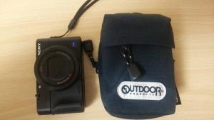 アウトドア カメラポーチ RX100M3と比較