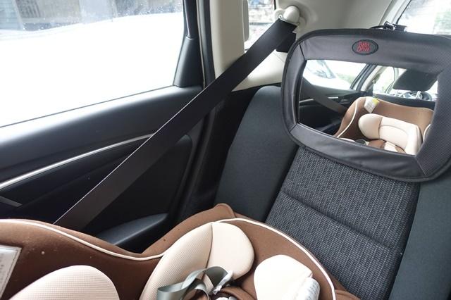 車用のベビーミラーを買ってみた。運転中に赤ちゃんの顔が確認できて安心!