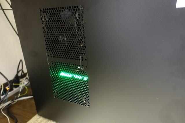 GTX1070 緑色に光ります。