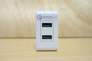 dodocoolの 2ポートQC3.0急速充電器 ポートが2つ