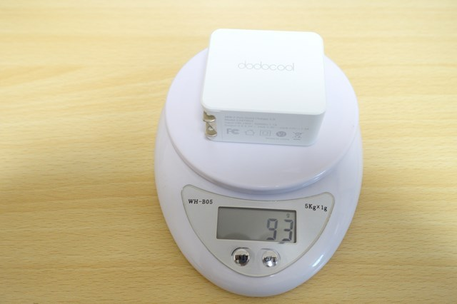 dodocoolの 2ポートQC3.0急速充電器 重さは93g