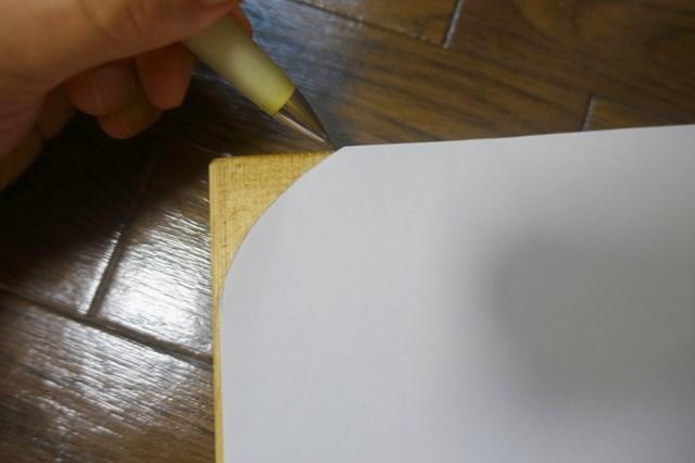 木材の角を丸くする 厚紙で印をつける