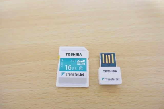 Transfer Jet SDカードとアダプタ