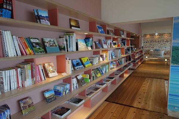 ソラノビーチBooks&Cafe 本