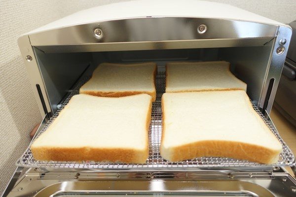 アラジン グリル&トースター パンを四枚置いてみた