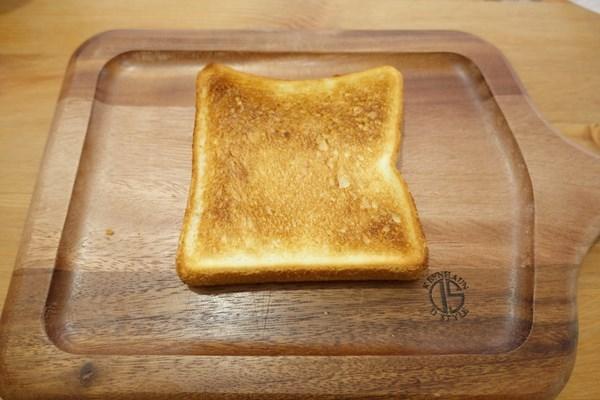 アラジンのトースターで冷凍食パン焼いてみた 表面は超カリっと焼けている!