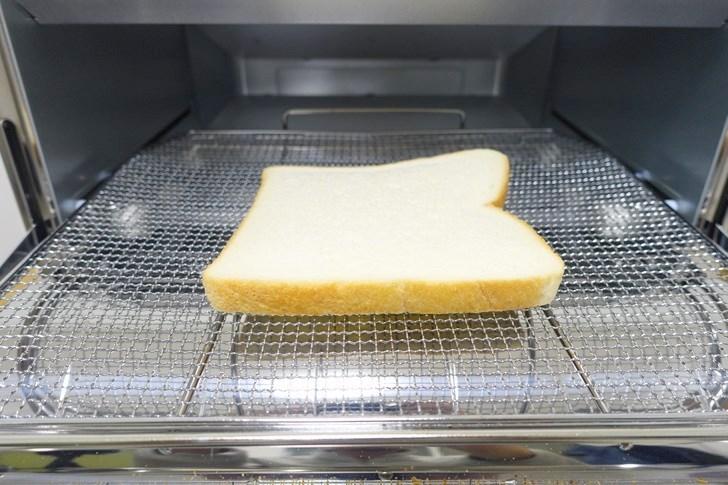 冷凍食パンをアラジントースターで焼いてみる